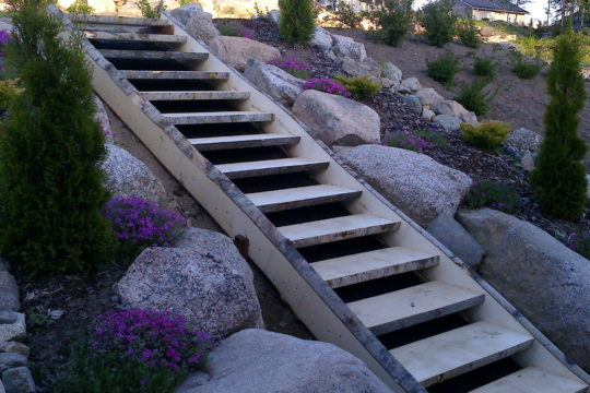 pihatyöt-portaat-istutukset-haapalankku
