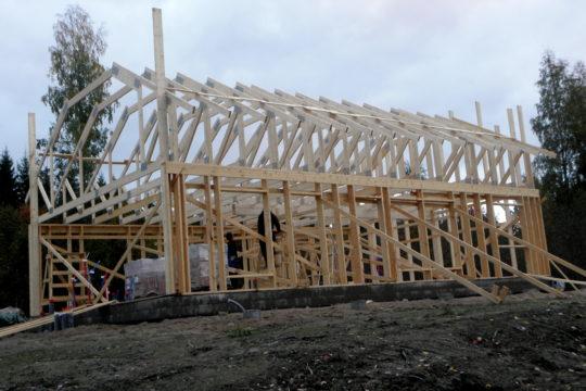 runkotyöt-pitkästätavarasta-kattotuolit-uudisrakennus